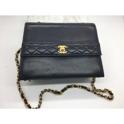 Sac Chanel en cuir noir Vintage
