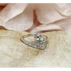Bague en Or blanc avec Aigue Marine et éclats de diamants