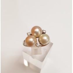 Bague en Or blanc avec Diamants et Perles