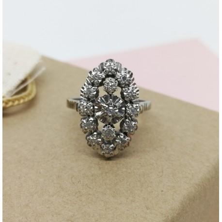 Bague forme Marquise en or blanc avec diamants
