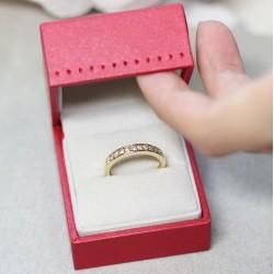 Bague Alliance en Or jaune avec Demi tour de diamants