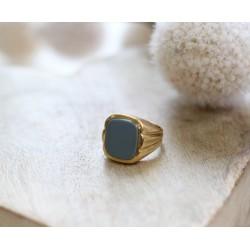Bague chevalière pierre bleue pale