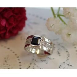 Bague en or blanc avec diamants et saphir noir