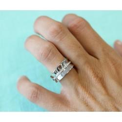 Bague anneau en or blanc avec ligne de diamants