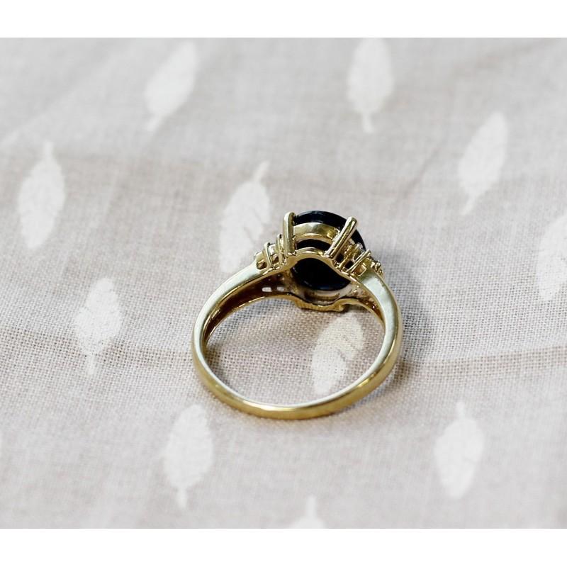 bague en or jaune avec saphir et diamants. Black Bedroom Furniture Sets. Home Design Ideas