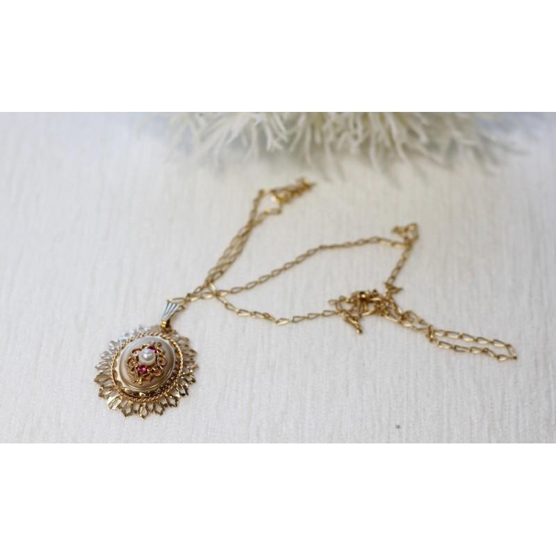 collier m daillon porte photo en or jaune avec perle et rubis. Black Bedroom Furniture Sets. Home Design Ideas