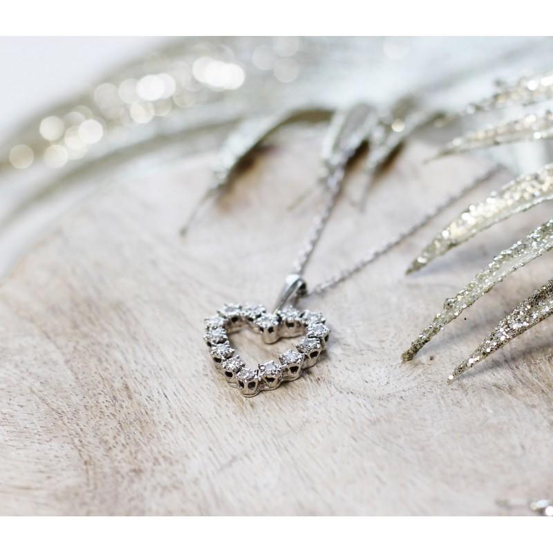 collier coeur en or blanc avec diamants. Black Bedroom Furniture Sets. Home Design Ideas