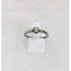 Bague en or blanc 18K avec diamant solitaire