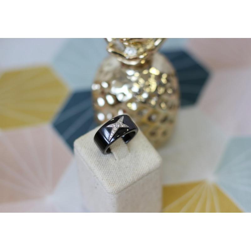 0cacd4f05221ea Magnifique et très originale bague en céramique or blanc et diamants ...