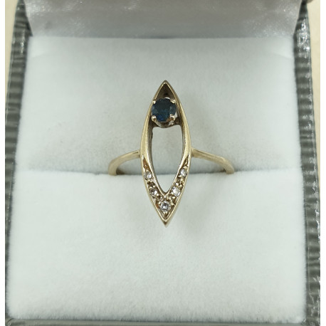 Bague or blanc avec diamants et saphir