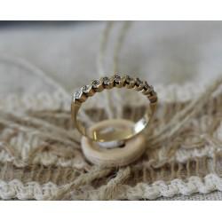 Bague Alliance en or jaune demi tour diamants