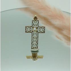 Pendentif croix perle
